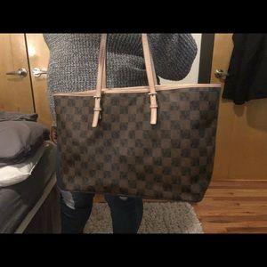 Micheal Kors checkered print purse. Good condition